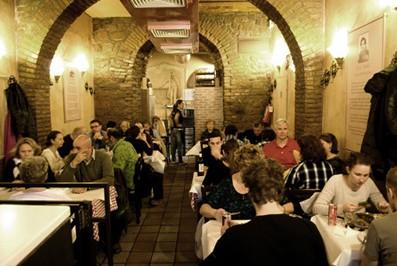 Roma trastevere low cost pizzeria dar poeta for Mobili low cost roma